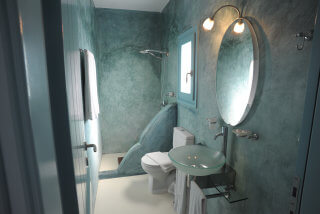 bathroom of deluxe double room