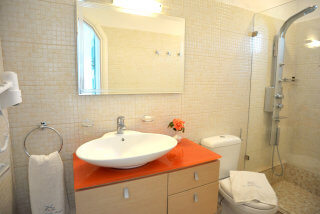 bathroom of superior double room