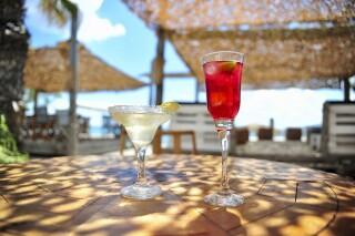 earth bar medusa beach resort in naxos cocktails