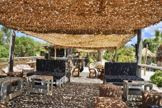 earth bar medusa beach resort in naxos sitting area